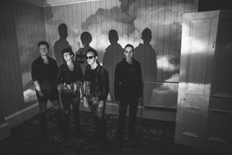 """Glasvegas släpper tredje albumet """"Later…When The TV Turns To Static"""" 2 september"""