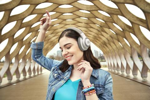 JBL tar personligt ljud till nästa nivå med en ny linje av innovativa hörlurar