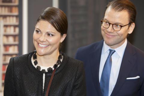 Kronprinsessan Victoria och Prins Daniel vid invigningen av utställningen av Design S
