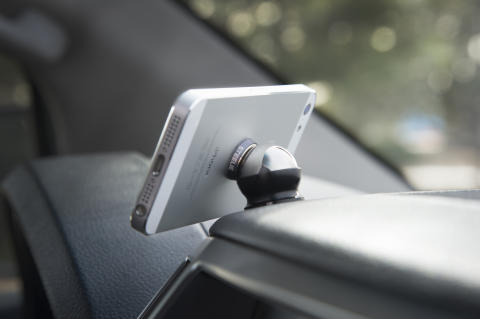 Smarta Steelie sätter mobilen och läsplattan på plats – hemma och i bilen