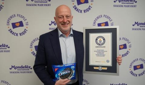 Dirk Van De Put, CEO and Chairman at Mondelez International, with the Guinness World Record