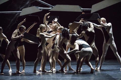 Storm och raserade ikoner på GöteborgsOperan
