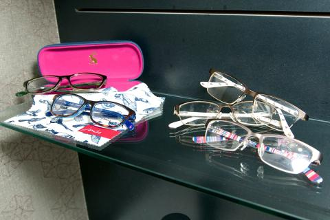 ​Blooming brilliant! Joules presents its first eyewear range, exclusive to Vision Express