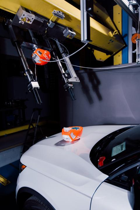 Volvo_Cars_and_POC_develop_world-first_car-bike_helmet_crash_test