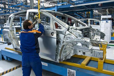 Nya B-MAX följer trenden mot mindre bilar – Nu startar tillverkningen på den nya fabriken i Rumänien