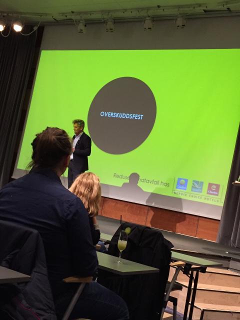 Ivan Vågstøl, hotelldirektør på Clarion Hotel Stavanger ønsker velkommen til Overskuddfest.