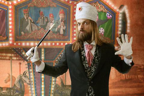 Carl-Einar Häckners varieté bjuder på magisk rörelse