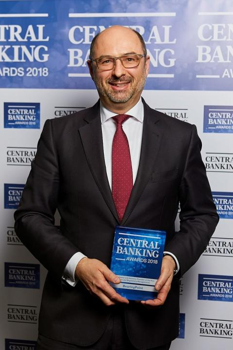 Robert Wagner with the Central Banking Award 2018