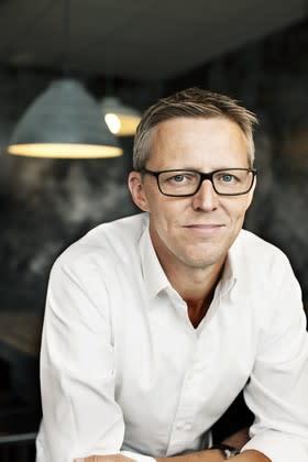 """Fredrik T Olsson signerar debutromanen """"Slutet på kedjan"""" hos Akademibokhandeln Lerum"""