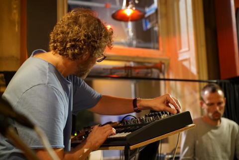 Klas Nevrins forskningsprojekt startar med improvisationskonsert