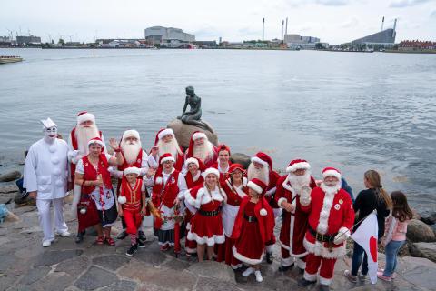 Bakkens pjerrot og julemænd besøger Den lille havfrue