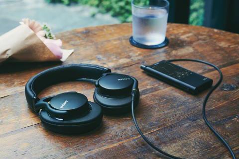 Desfrute de um som de Alta Resolução inigualável com os mais recentes auscultadores da Sony