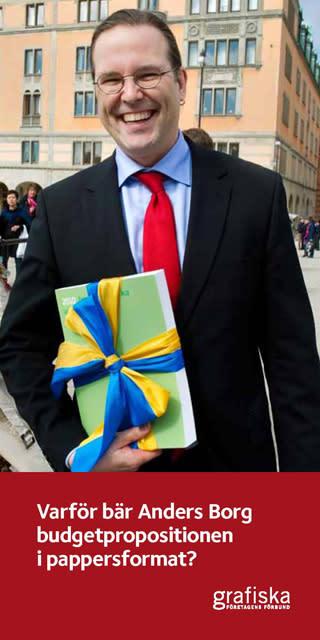 Varför bär Anders Borg budgetpropositionen i pappersformat?