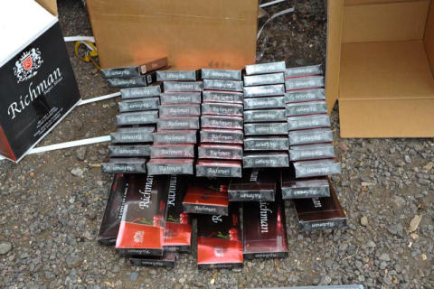 LON 11/14 Three arrested on suspicion of tobacco smuggling  5