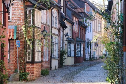Lüneburgs charmerende Altstadt ligger oven paa et bjerg af salt.