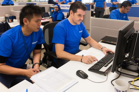 Creating the first shipment using the new SAP Transportation Management application: Stefan Karlen, RCEO Asia Pacific under the watchful eyes of Shaun Mak,  Air Freight document processor.