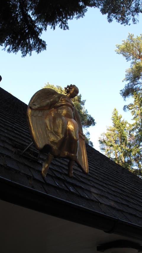 Världsarvet Skogskyrkogården, Dödsängeln, skulptur av Carl Milles på Skogskapellet