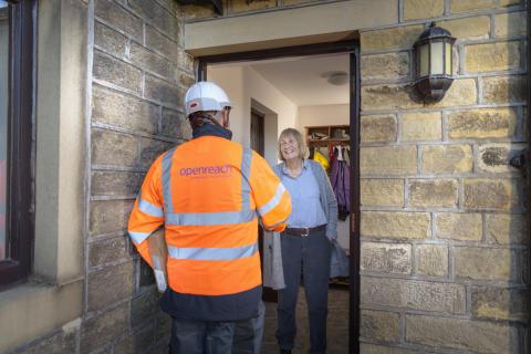 Engineer visiting customer (1)