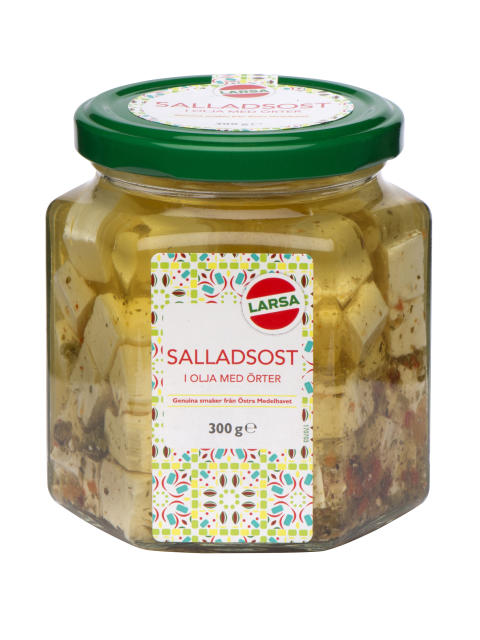 Tärnad salladsost i olja med kryddor