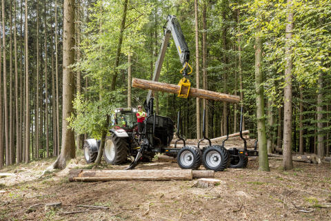 MF1602/V9000 Skogsvagn och kran från skogsprogrammet Multiforest.