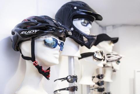 Cykelglasögon med hjälm