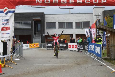 Mohr, Wærenskjold, Sveen og Vaeng vant den fjerde NorgesCupen i syklekross på Gjøvik.