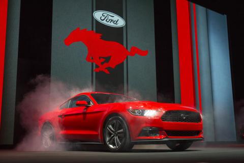Nye Mustang skapte stormløp på internett i Europa:  500.000 personer konfigurerte  sin egen bil i modellens første måned