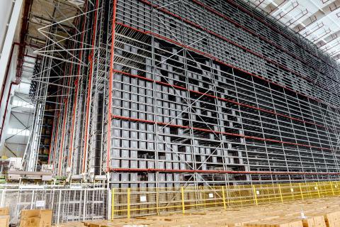 Der opbevares 144.300 kasser i det automatiske miniloadlager