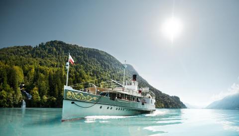 Dampfschiff Lötschberg auf dem Brienzer See im Berner Oberland. Copyright: BLS Schifffahrt