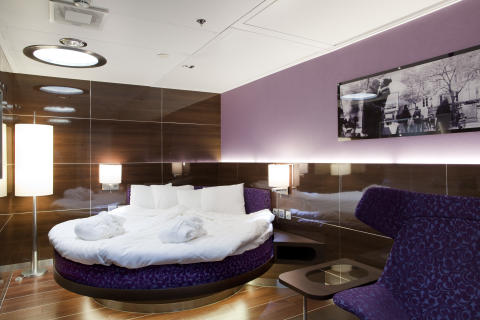 Skylight Round Berth Suite