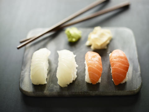 Sushi_nigiri_laks og kveite_6