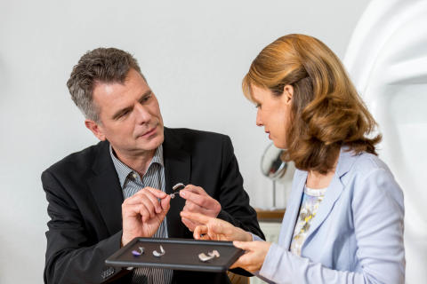 Hilfe, ich verstehe meinen Arzt nicht – Studie verweist auf Hörprobleme und medizinische Irrtümer