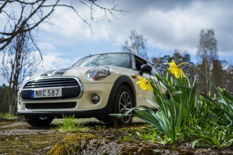 Försäljningen av begagnade personbilar ökade med 7,6% i mars