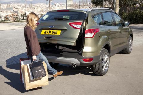 Fords eleganta och rymliga nya Kuga gör europeisk debut på 2012 års bilmässa i Genève