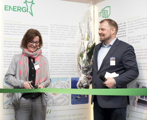 Magni Fossbakken og Christian Hemmingsen fra ENOVA stod for snorklippingen ved den offisielle åpningen av det nye hovedkontoret til Schneider Electric