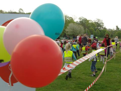 Tiotusentals barn i baklängesmarsch den 18 maj