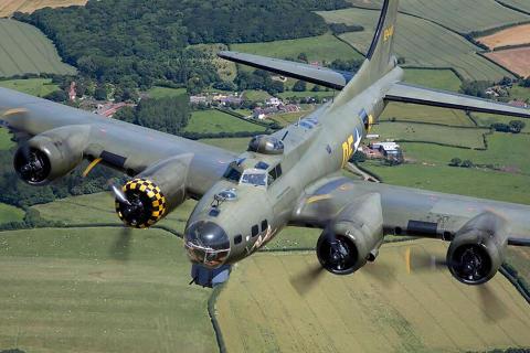 Det legendariske B-17 veteranbombefly 'Sally B'
