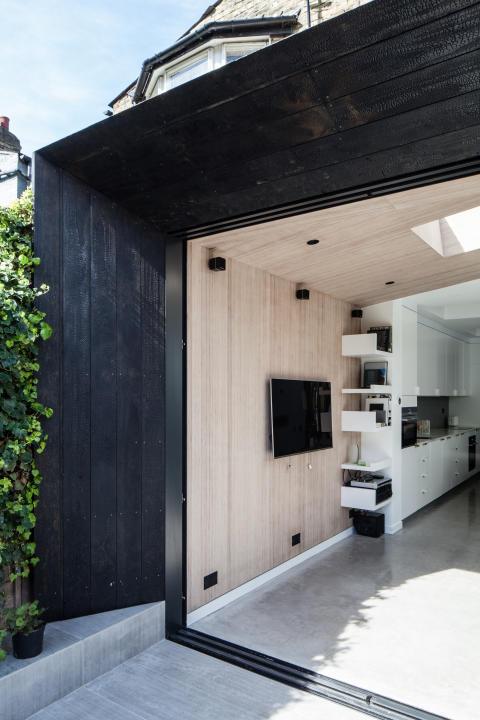 Kebony Fassade im Shou Sugi Ban-Stil