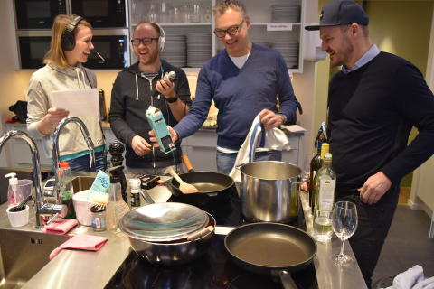 Petra Månström snackar vin i Maratonpodden