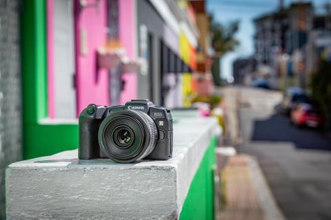 Lähde EOS R -kamerajärjestelmän matkaan, Canon esittelee kompaktin, peilittömän täyden kennon EOS RP -kameran