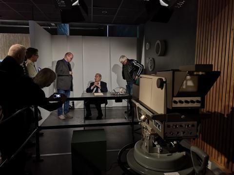 Som for 50 år siden inntok romfartsekspert Erik Tandberg samme stol i utstillingens TV-studio.