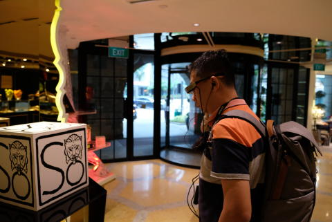 Starting on the SO Augmented experience in front of 'The Lion's Seal' emblem, designed for SO Sofitel Singapore by legendary fashion icon Karl Lagerfeld.