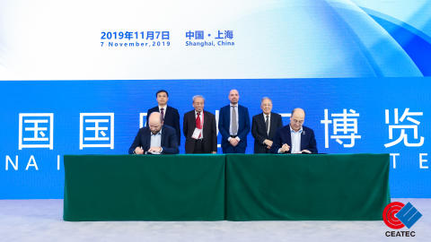 Mr. FU Qiang, President and Co-founder of AIWAYS and Anders Korsgaard, CEO and Co-founder of Blue World Technologies signing the strategic cooperation agreement