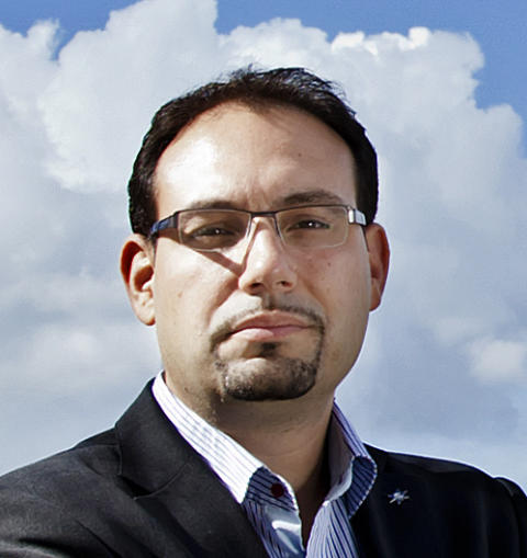 Vägvalets partiledare, Theo Papaioannou, deltar i debatt om folkomröstningen i TV4