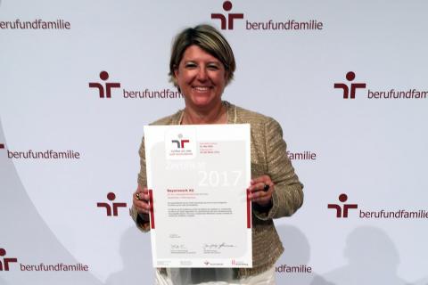 Bayernwerk-Angebote zur Vereinbarkeit von Beruf und Familie zum vierten Mal in Folge zertifiziert