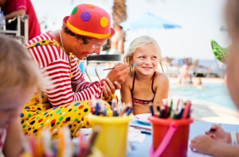22 clownjobb hos Fritidsresor i sommar