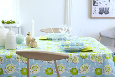 Duni tablecovering and napkin in Glow floral design