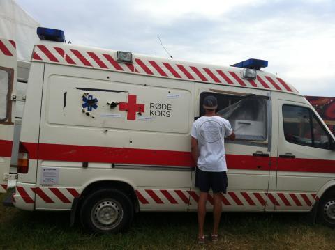 Røde Kors-ambulance med skudhuller i
