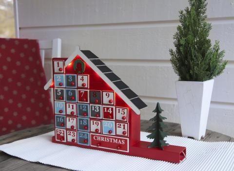 Adventskalenderhus med lådor