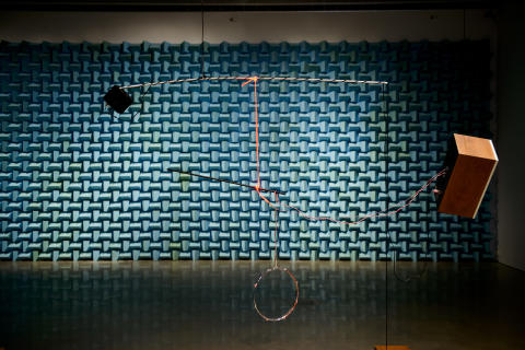 """""""Untitled song featuring untitled works by James Clarkson"""", 2012. Konstnär: Haroon Mirza. Foto: Olle Kirchmeier/Bonniers Konsthall."""
